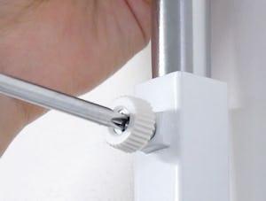 壁ミラー つっぱりタイプ : 高さ調整が可能