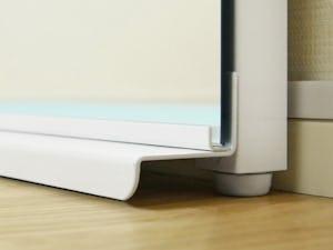 壁ミラー つっぱりタイプ : 足元の設計にも転倒防止効果